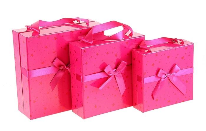 Подарок в розовой упаковке